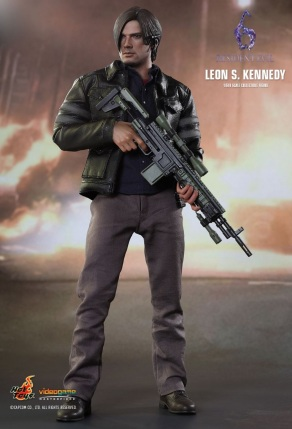 Resident Evil 6 20th Anniversary Hot Toys Leon Kennedy Figure 5