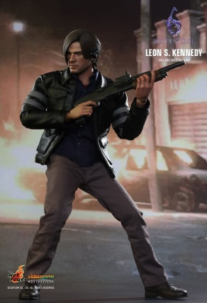 Resident Evil 6 20th Anniversary Hot Toys Leon Kennedy Figure 6