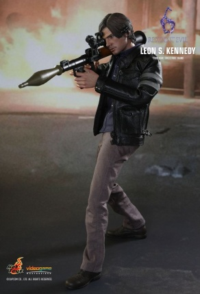 Resident Evil 6 20th Anniversary Hot Toys Leon Kennedy Figure 7
