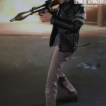 Resident Evil 6 20th Anniversary Hot Toys Leon Kennedy Figure 7