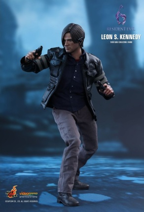 Resident Evil 6 20th Anniversary Hot Toys Leon Kennedy Figure 8
