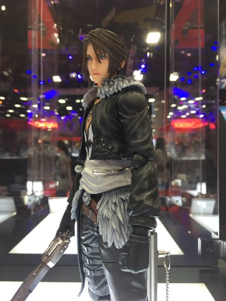 Square Enix SDCC 2016 Play Arts KAI Dissidia Final Fantasy Squall