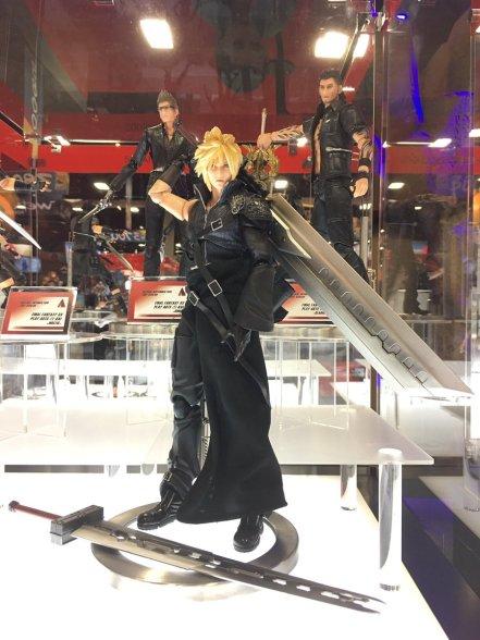 Square Enix SDCC 2016 Play Arts KAI Final Fantasy VII Advent Children Cloud Strife