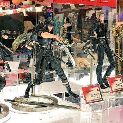 Square Enix SDCC 2016 Play Arts KAI Final Fantasy XV Prompto Noctis Ignis Gladiolus