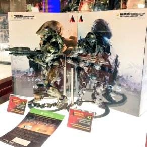 Square Enix SDCC 2016 Play Arts KAI Halo 5 Master Chief and Spartan Locke
