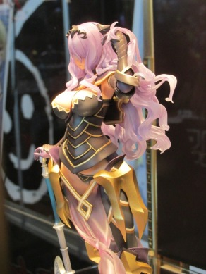 nycc-2016-intelligent-systems-fire-emblem-fates-camilla-statue-3
