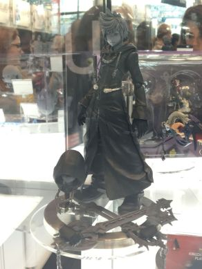 nycc-2016-play-arts-kai-kingdom-hearts-roxas-prototype-figure