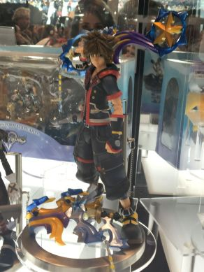 nycc-2016-play-arts-kai-kingdom-hearts-sora-figure-2
