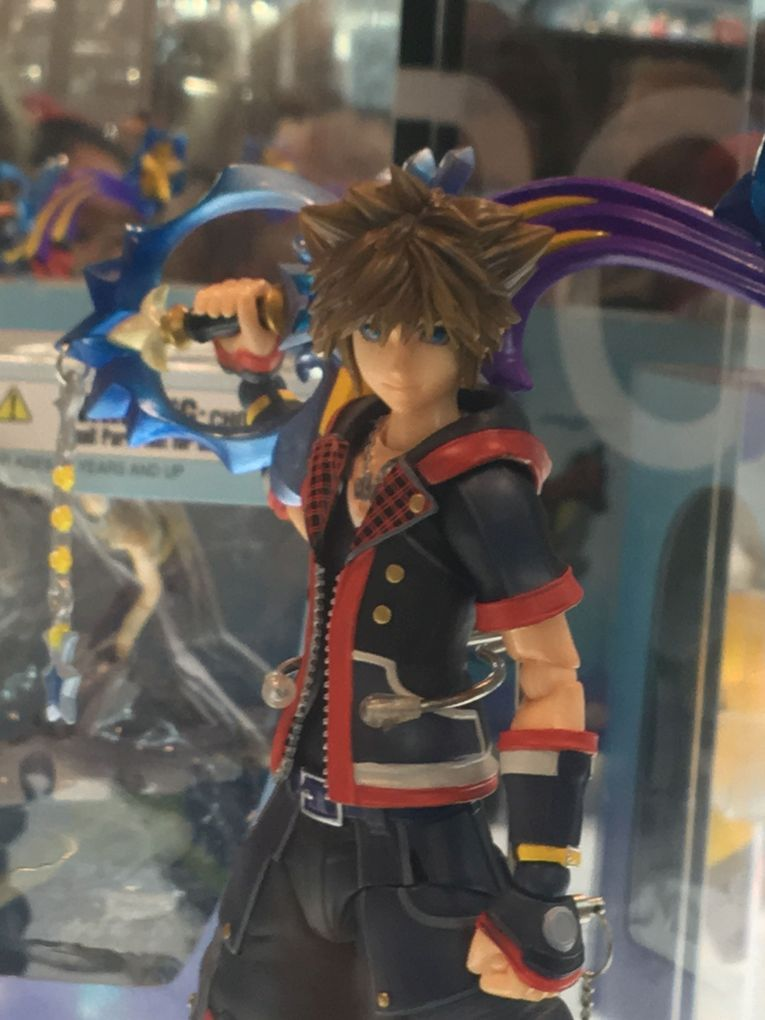 nycc-2016-play-arts-kai-kingdom-hearts-sora-figure