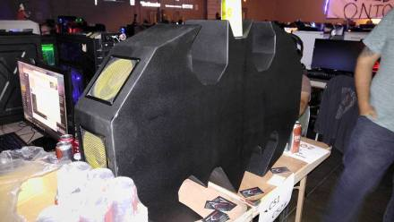 quakecon-2016-byoc-batman-pc-case